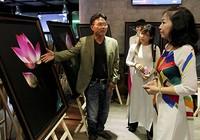 Đại ca Thành 'trọc' triển lãm ảnh Sen tuyệt đẹp mùa Vu Lan