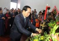 Chủ tịch nước cùng kiều bào dâng hương Bác Hồ