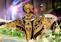 100 người mẫu thướt tha với áo dài trên phố Nguyễn Huệ