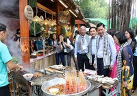Chùm ảnh: Món ngon hội tụ tại liên hoan ẩm thực