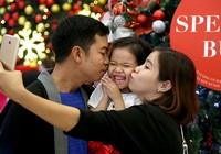 Người Sài Gòn náo nức đi chơi Noel sớm