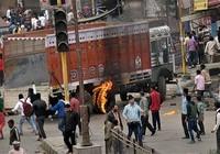 Người đẳng cấp thấp Ấn Độ biểu tình, sáu người chết