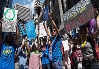 Mỹ: Đại hội đảng Dân chủ khai mạc khi nội bộ rối ren