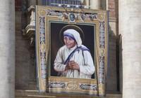 Mẹ Teresa được phong thánh