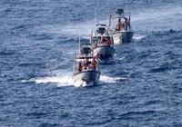 Bị 7 tàu Iran đối đầu, chiến hạm Mỹ phải đổi lộ trình