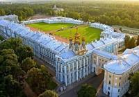 Trung Quốc: Mẹ cho con tiểu bậy trong cung điện hoàng gia Nga