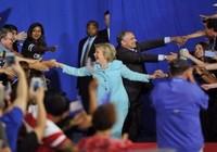 Bà Clinton công khai hồ sơ y tế, xác nhận chỉ bị viêm phổi nhẹ
