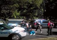 Vợ công bố đoạn clip chồng bị cảnh sát bắn chết