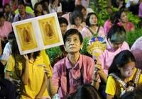 Thế giới tiếc thương Quốc vương Thái Lan cả đời vì dân