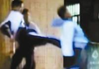 Trung Quốc trừng phạt 2.337 học sinh đánh bạn