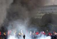 Thủ đô Brazil bạo động, tổng thống triển khai quân đội