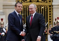 Trước mặt Putin, ông Macron tố Nga can thiệp bầu cử