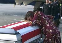 Ông Trump bị tố hứa lèo giúp tiền gia đình quân nhân