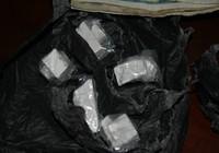 Trên đường đi bán ma túy cho người nghiện thì bị bắt