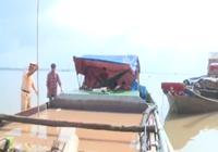 Bắt 2 phương tiện hút trộm cát trên sông Cổ Chiên