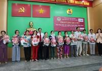 Agribank trao quà tết cho hộ nghèo tại Bình Chánh, Cần Giờ