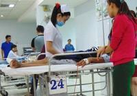 Khóc cười trong phòng cấp cứu: Bạn bè gặp nhau tại BV!