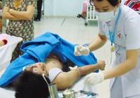 Bỗng nhiên bị chém phải nhập viện cấp cứu