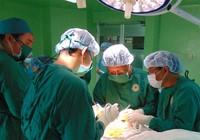 'Níu' du khách đến TP.HCM vừa du lịch, vừa chữa bệnh