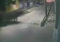 Tháo dỡ nhà cũ, một công nhân bị thanh sắt đè chết