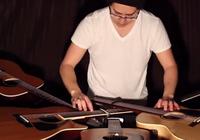 Chơi nhạc bằng 5 cây guitar một lúc
