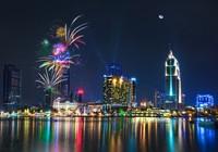 Video TP.HCM rực sáng pháo hoa chào mừng ngày 30-4