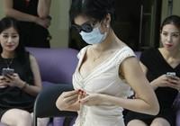 Cô gái bơm ngực 'khủng' để phá kỷ lục Guinness