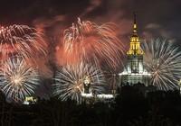Pháo hoa rực sáng bầu trời Moscow mừng 70 năm Chiến thắng