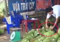 Người đàn ông đổ 'chất lạ' vào mít trước khi đem bán