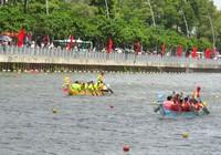 Clip người dân chen chân xem đua thuyền trên kênh Nhiêu Lộc - Thị Nghè