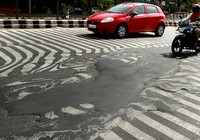 Đường tan chảy trong nắng nóng kỷ lục ở Ấn Độ