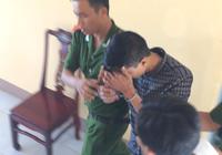 Clip áp giải nghi can Nguyễn Hải Dương ra khỏi trụ sở công an huyện