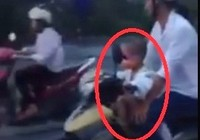 Clip bé trai 5 tuổi 'phóng' xe máy chạy vù vù trên đường