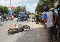 Va chạm với xe máy, cô gái bị xe tải từ sau lao đến cán tử vong