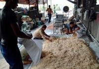 Clip: Công nghệ làm chà bông bằng thịt bẩn độn bột mì