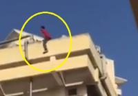 Nam sinh viên 'ngáo đá' nhảy từ tầng 4 xuống đất