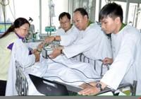 Clip: Công an vào tận giường bệnh làm CMND cho bệnh nhân