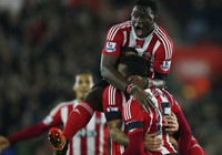 Arsenal 'phơi áo' trên sân của Southampton