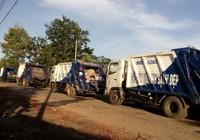 Dân chặn đường không cho xe đổ rác vào bãi vì quá ô nhiễm