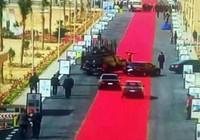 Người dân bức xúc vì thảm đỏ dài 4km để đón lãnh đạo