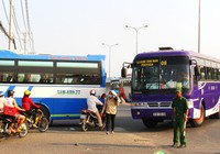 Clip 'hung thần' chở công nhân tung hoành trên quốc lộ