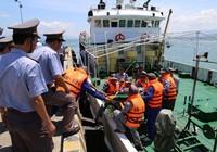 Tàu kiểm ngư cấp cứu kịp thời ngư dân bị tai biến trên biển