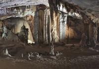 Chùm ảnh: Xuyên qua đá vôi trong lòng hang Thiên Đường