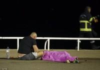 Ảnh: Toàn cảnh vụ tấn công bằng xe tải đẫm máu tại Pháp