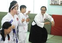 Nữ võ sư U80 hơn 10 năm dạy võ cho trẻ khuyết tật