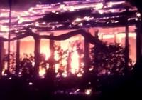 Clip:Nhà thờ tổ trong chùa Tĩnh Lâu bốc cháy ngùn ngụt