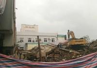 Hiện trường vụ sập trụ sở cũ báo Đà Nẵng, 2 người chết