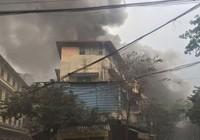 Clip: Cháy lớn tại phố Bát Đàn, Hà Nội