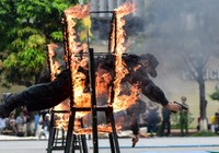 Sinh viên cảnh sát biểu diễn võ thuật, giải cứu con tin