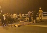 Xe máy đối đầu trên cầu Giao Thủy, 2 thanh niên tử vong